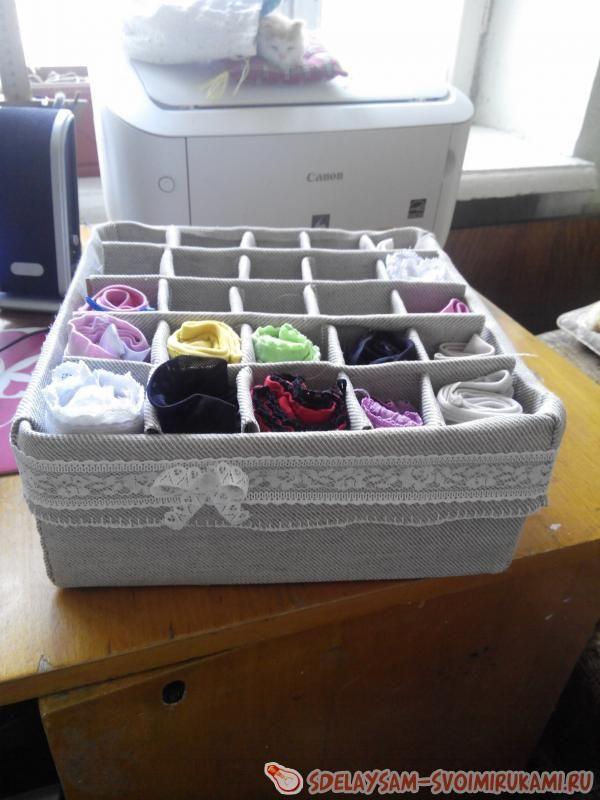 Необходимые материалы и инструменты:- коробка (можно использовать коробку для обуви или мелкой бытовой техники) – каркас для будущего органайзера. Для того, чтобы органайзер был крепким, лучше испо…