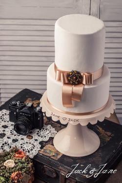 Feliratos mázas kerámia tortatál | Jack&Jane tortaállványok