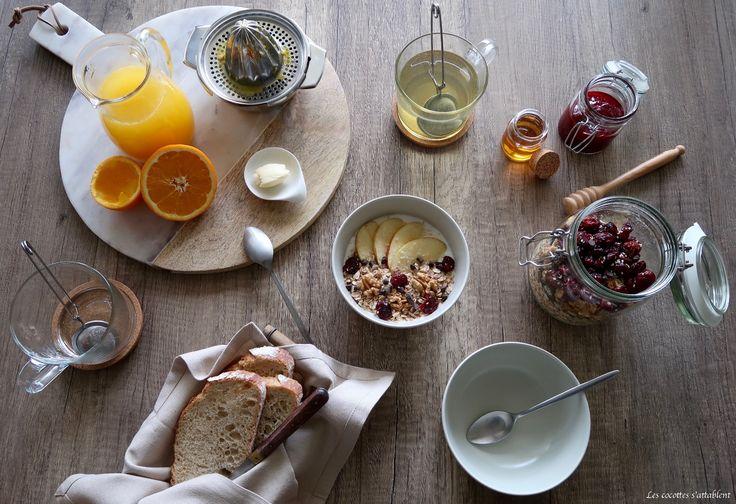 Cette semaine, nous vous proposons de réaliser un délicieux muesli maison, pour un petit-déjeuner ou un en-cas équilibré, gourmand et simple mais également de faire le point sur le petit-déjeuner, ce repas indispensabletrop souvent oublié !