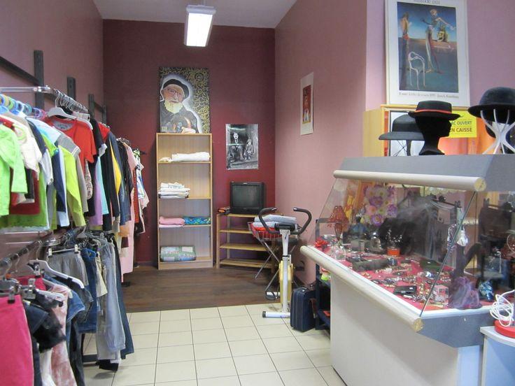 Présentation de notre boutique et des articles. 89, Allées Charles de Fitte, 31300 TOULOUSE Plus d'informations sur : http://www.emmaus-agir-31.fr Pour les curieux, notre page Facebook : https://www.facebook.com/EmmausAgir Notre compte Twitter : https://twitter.com/EmmausAGIR Notre compte Viadeo : http://www.viadeo.com/profile/0021jxcvgbbx4hyk
