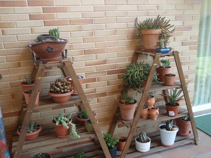 Alguien tiene ech una escalera para macetas ayudaaa - Macetas para patios ...