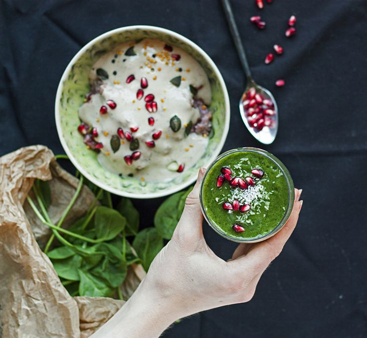 HEALTHY BREAKFAST – GREEN SMOOTHIE WITH RYE PORRIDGE & BANANA ICE CREAM: This colorful healthy breakfast will give you the energy you need to survive during the winter season!