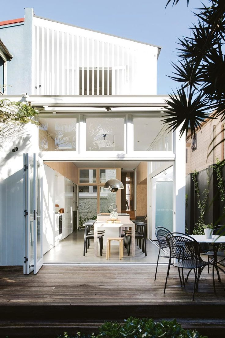 Minimalist inspiration from a light filled terrace. Photography by Chris Warnes. Styling Natalie Walton. From the March 2018 issue of Inside Out Magazine. Available from newsagents, Zinio, https://au.zinio.com/magazine/Inside-Out-/pr-500646627/cat-cat1680012#/ and Nook.