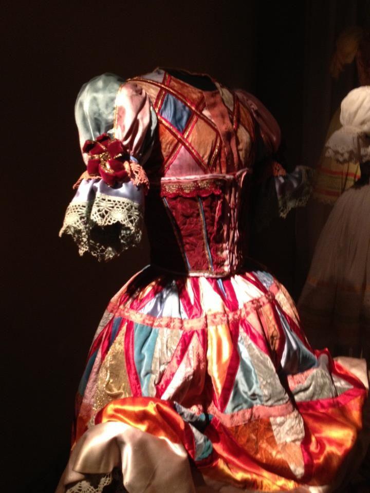 A Palazzo Blu di Pisa dal 23 marzo 2013 al 30 giugno 2013 è stata ospitata una mostra dei tesori sartoriali di Anna Anni. Dai costumi per il balletto per Carla Fracci, leggeri e preziosi, alla ricchezza della Maria Stuarda di Zeffirelli. Articolo di Matteo Tuveri:  http://www.lucidamente.com/22178-tuveri-costumi-anna-anni-pisa/