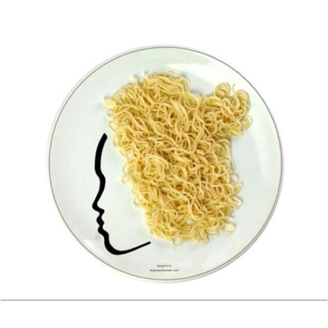 :-): Fun Nooddl, Ceramics Plates, Kitchens Art, Noodles Plates, Boguslaw Sliwinski, Food Art, Angel Hair, Nooddl Angel, Faces Plates