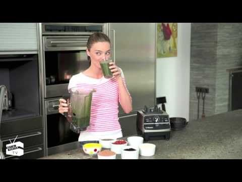 Miranda Kerr shows you how to make her daily breakfast smoothie #VictoriaSecret #healthylifestyle
