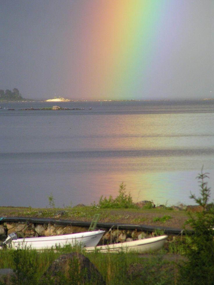 Regnbåge vid Vålnäsbergets brygga