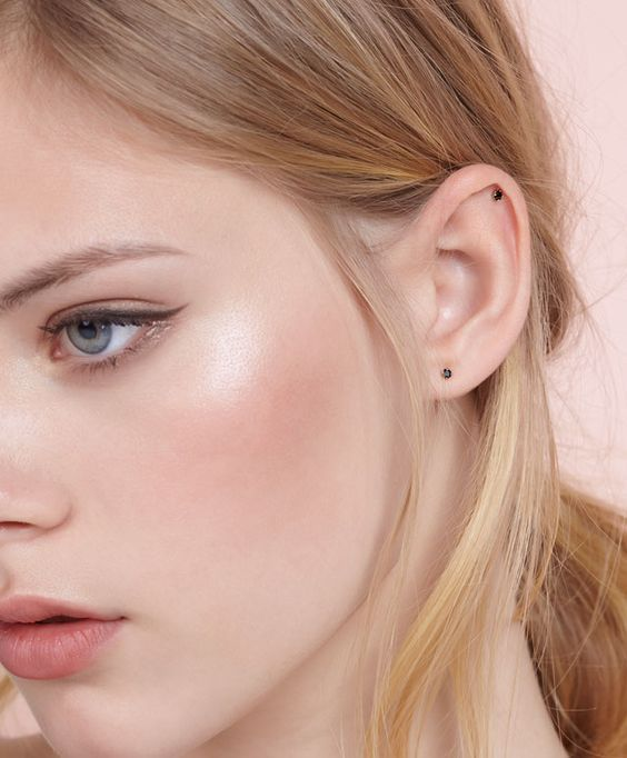 This makeup look reminds me of something flora...pretty peachy pink. Try Aura Multi Use in 217 Natural Peaches and Cream by Vapour Organic Beauty - can be used on lips and cheeks!