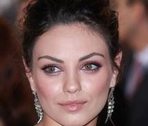 Brilho: Hair Beautiful, Mila Kunis, Kunis Pink, Black Hairstyle, Skin Makeup, Toned Makeup, Favorite Faces