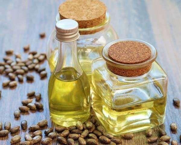6 Benefits of Castor Oil for Hair   Oil for eyelash growth, Castor oil for hair, Black seed oil