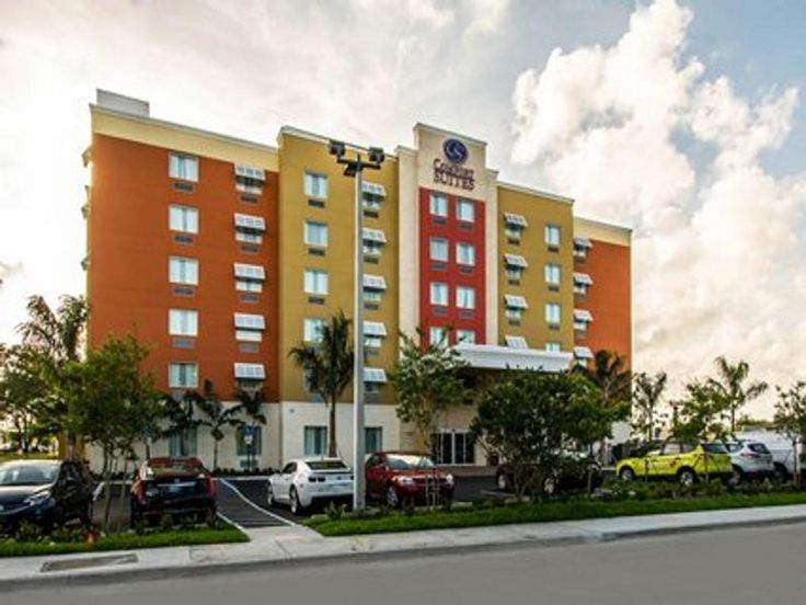 Comfort Suites Fort Lauderdale Airport South and C is conveniently located in the popular Dania Beach area. The hotel offers a wide range of amenities and perks to ensure you have a great time. Service-minded staff will welcome and guide you at the C