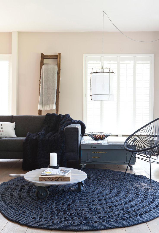 round blue carpet | home of Monique and Oscar | @vtwonen