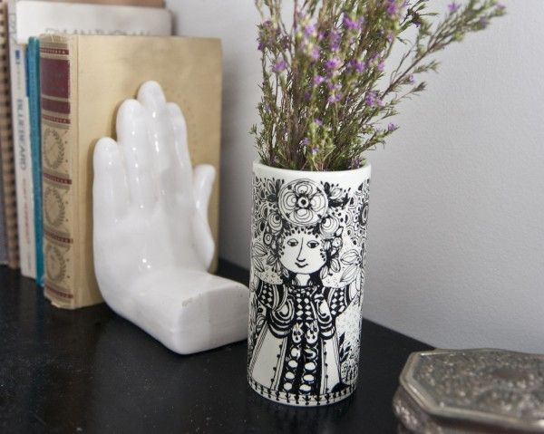 Love the whimsical girl drawing on the vase!Détails Déco, China Painting, Book Holders, Girls Drawing, Whimsical Girls, Gonna Copy, Girl Drawings, Bjørn Wiinblad, Bjorn Wiinblad