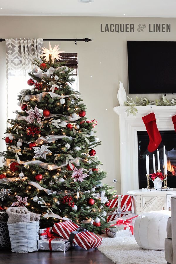 When Decorating Your Modern Christmas Living Room You Don T Have To Go Over The Top Get That Christmy Feel Just Add A Tree And Some Decorations