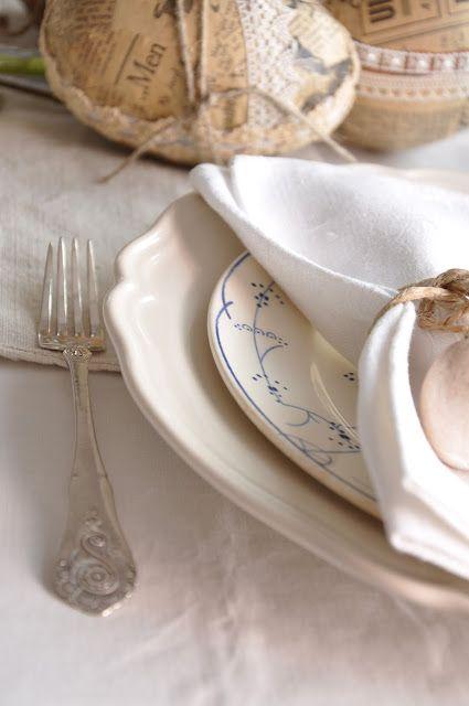 Table setting, vintage Easter egg