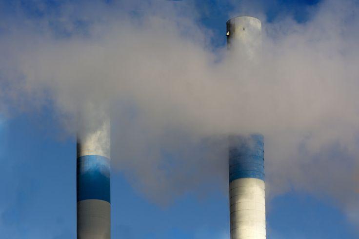 """ Chim chim chimney..."" ( Film ""Mary Poppins""  ) / Arrêtons de polluer ! / Stop pollution ! / Photo by Jan van der Wolf. / On Flickr."