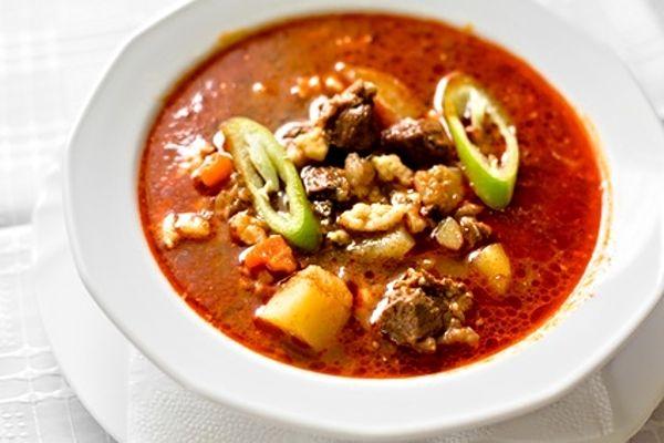Maďarská gulášová polévka