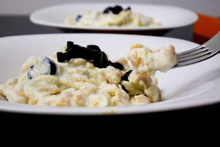 Spatzle di zucca con crema di ricotta ai porri e olive nere
