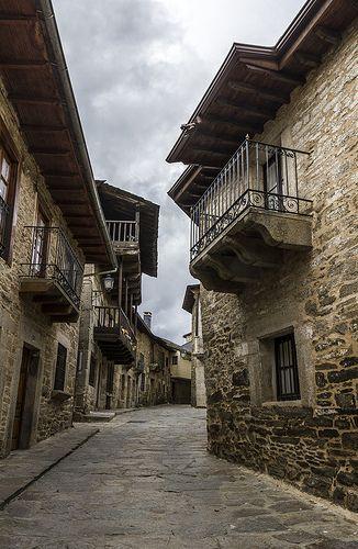 Zamora, Puebla de Sanabria, calle típica,  Spain