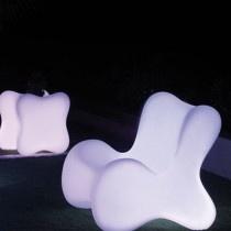 Doux - een collectie van #Vondom bestaande uit onder andere een plantenbak, een tafeltje en een stoel