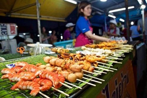 le marché de nuit à phuket expatriation en thaïlande