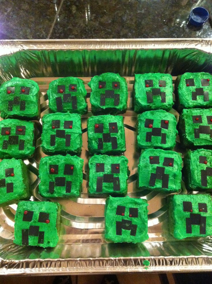 Creeper mine craft cupcakes for mateos 10 th birthday!!