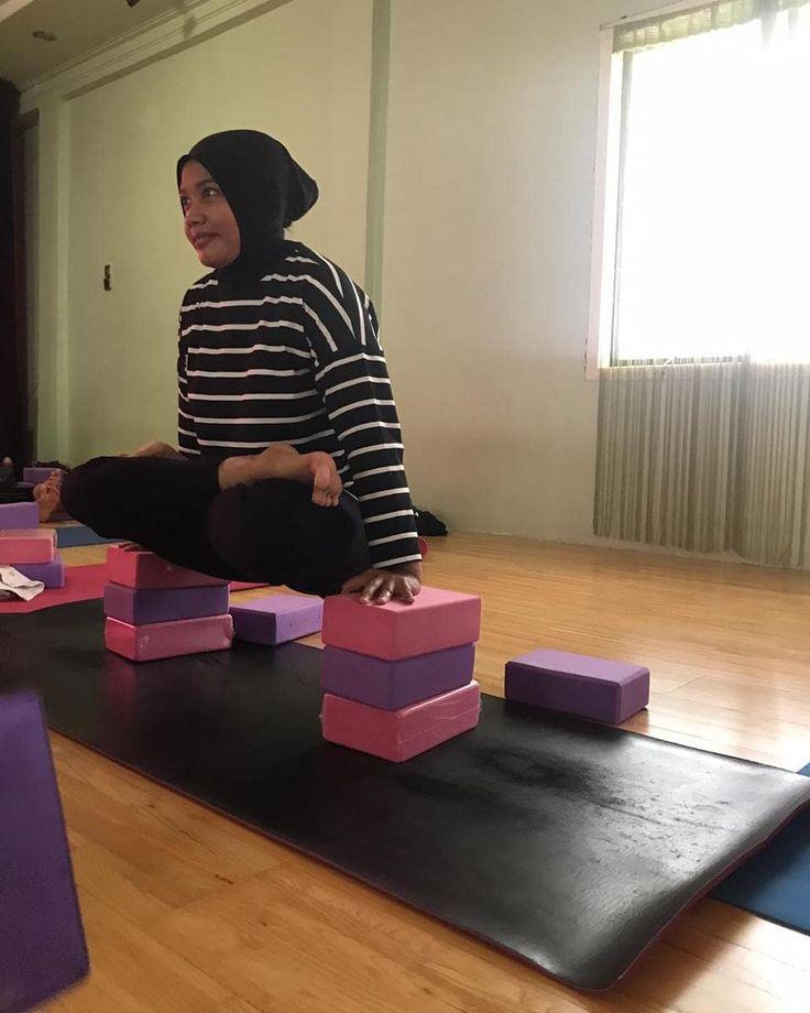 Siapaa Nih Yang Mau Ikutan Yukk Segera Ke Get Yoga Studio Jln Tentara Pelajar No 109 Merduati Banda Aceh Info Lanjut Yoga Outdoor Yoga Fitness Yoga Life