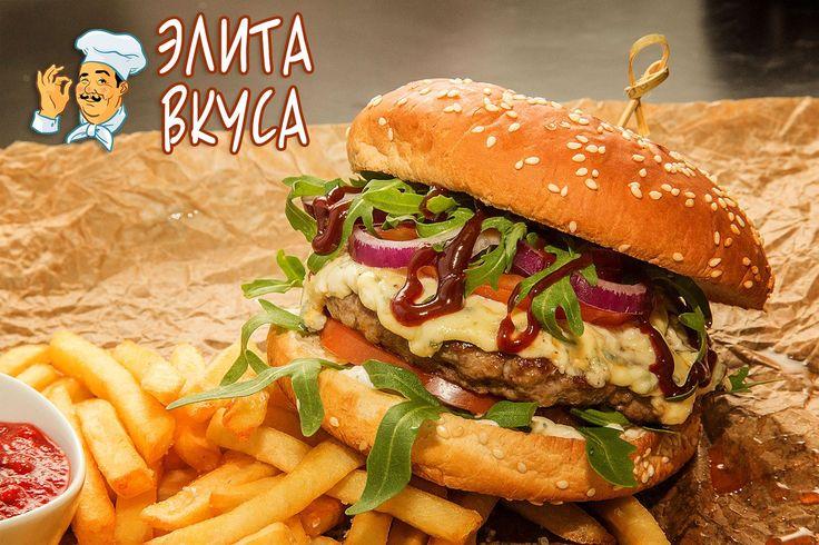 """Биф бургер - вот что нужно обязательно попробовать! Хит среди наших бургеров!!! http://elitavkusa.ru/burgery-geleznodorogniy/biff-burger.html  Состав: сочная котлета из говядины, пикантный салат """"Руккола"""", сыр """"Дор-блю"""", соус"""" BBQ"""", соус """"Блю-чиз"""", помидор, красный лучок  Все бургеры подаются с картофелем «Фри» 80гр и соусом 30гр на Ваш выбор: «Томатный», «Блю Чиз» или «Чесночный»  Вес: 320 гр  Цена: 385 рублей  У нас самая быстрая доставка по Железнодорожному🚀   👌Вкус удовольствия…"""