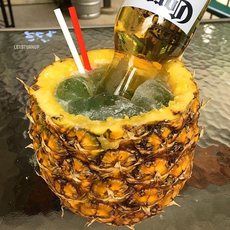 Pina-Rona! ▃▃▃▃▃▃▃▃▃▃▃▃▃▃▃▃▃▃ 1 1/2 oz. @siempretequila 1/2 oz. Blue Curacao 4 oz. Lemonade 1/2 oz. Lime Juice Mini Corona Bottle #tipsybartender #martini #tequila #patron #smirnoff #drinkporn #booze #bartender #bacardi #malibu #mixology #mixologist #margarita #letsturnup #liquor #turnup #cocktail #alcohol #vodka #ciroc #cocktails #whiskey #greygoose