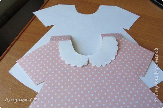 У племянницы скоро день рождения! Исполняется годик. Как раз, пришло время, чтобы носить платья). Для платья нам нужно---1) лист акварельной бумаги, 2) бумага скрап( уменя Шебби шик Базовая), 3) лента( розовая, белая по 0,5 м)4) клей момент кристалл, 5) пуговки, 6) сетка или органза, 7) украшение на фартучек фото 5