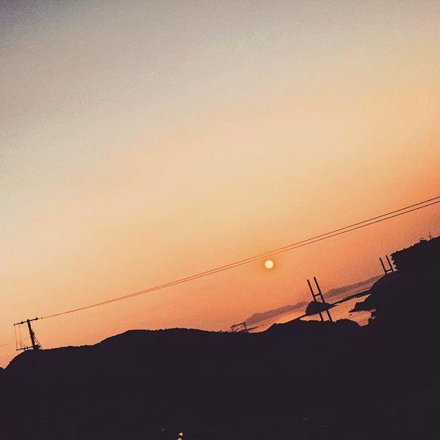 【pema3111】さんのInstagramをピンしています。 《🌇🌇🌇 . 気分だだ下がり。 . #空 #sky #海 #sea #長崎 #nagasaki #坂の街 #日本 #japan #自然 #nature #景色 #風景 #写真好きな人と繋がりたい  #写真撮ってる人と繋がりたい #街並み #イマソラ #冬 #winter #自宅から見える空 #夕日 #sunset #夕暮れ #evening #オレンジ #orange》