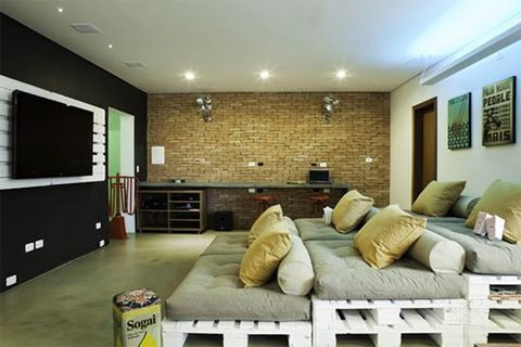 1 diy home theater Pallets Home Theater Seating
