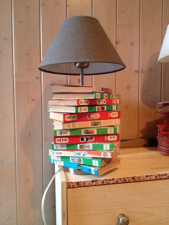lampe en livres de poches biblioth que rose luminaires par fafcorps recycler les livres. Black Bedroom Furniture Sets. Home Design Ideas
