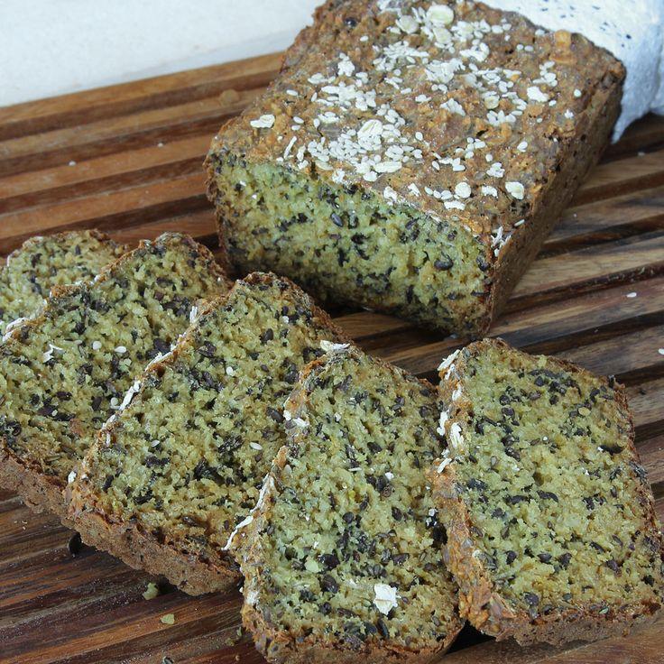 Saftig, hälsosam frö- /filmjölkslimpa gjord på havregryn – helt utan vanligt mjöl.