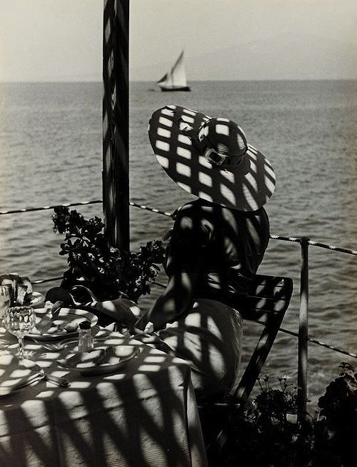 Very elegant photo! At the Bay of Naples - 1930's - Photo by Paul Wolff - @~ Mlle: