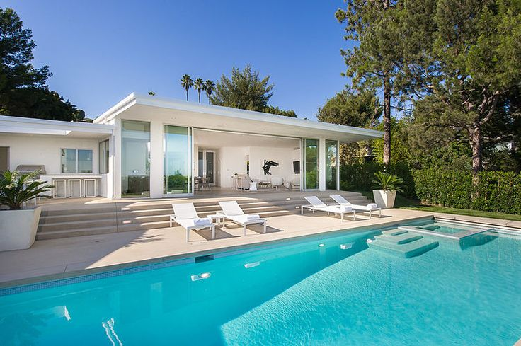 Designed by Paul Brant Williger, this #modern single family residence is situated in Trousdale, Beverly Hills.