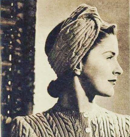 ⭐INTEMPOREL⭐La véritable élégance nest pas celle que lon remarque mais celle dont on se souvient💙💛😍La preuve en image avec ce chouette #headband de Women Weekly de Juin 1941 qui reste toujours à la #modeBon Lundi à tous😘..#souvenir #tricot #creation #elegant  #intemporel #photodujour #instaknit #torsades #inspiration #vintage #retro #knitwear #woman #citation #giorgioarmani