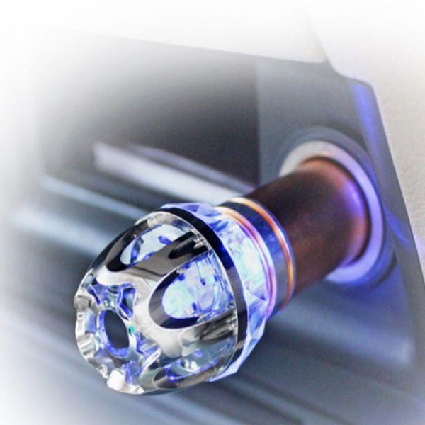 Szivargyújtó Ionizator  Kedvező áru autós légtisztító ionizátor. Hatékony védelem a szmog ellen, használata erősen ajánlott városi forgalomban!