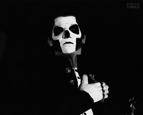 """#wattpad #humor Donde los integrantes de la banda sueca """"Ghost"""" están dispuestos a mostrarte sus conversaciones más tontas.  -WARNING-  SI ERES SENSIBLE A LAS PALABRAS """"Sexo"""" y """"puta""""  POR FAVOR NO LEAS ESTA HISTORIA  YA QUE PODRÍA CONTENER MATERIAL OFENSIVO.  SI PIENSAS QUE GHOST ES UNA BANDA DEMASIADO SE..."""
