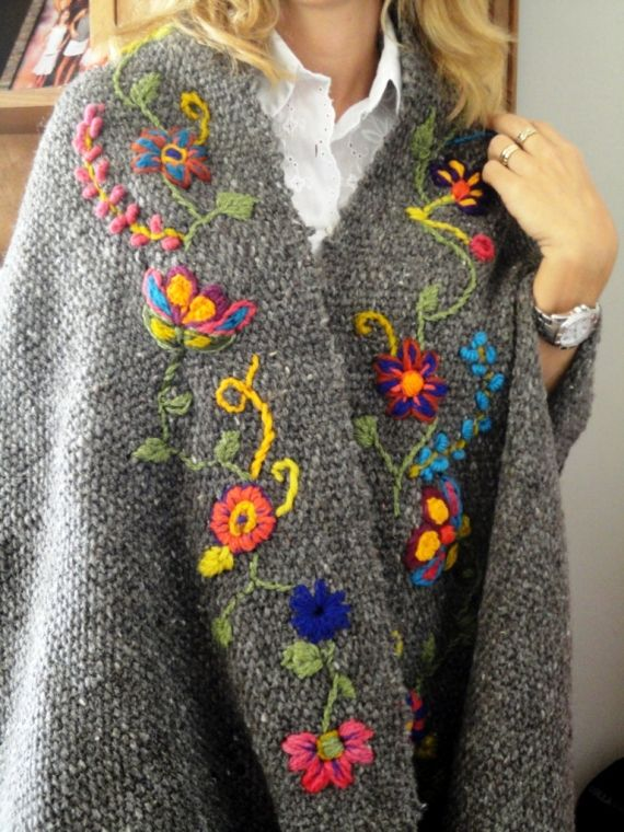 Now there's an idea for my next weaving project...RUANA PONCHO A TELAR BORDADO A MANO - Tapados y Sacos - Ropa - 395952