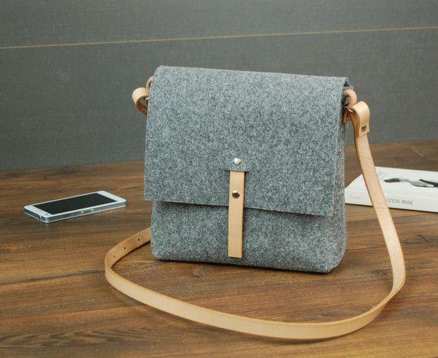 Schultertaschen - Filztasche von Krakau - ein Designerstück von snozki bei DaWanda
