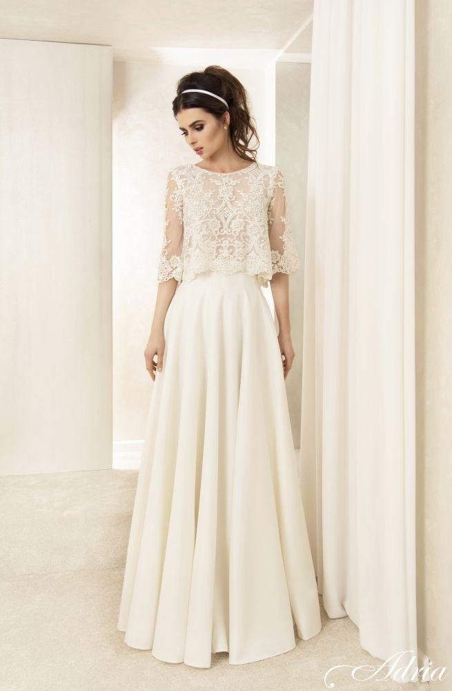 Wow,was für ein zauberhaftes Kleid. Das Oberteil ist so luftig und dann dieser leicht-schwingende Rock. Ich bin verliebt!