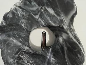 Steen bewerken als vorm van rouw of verdriet verwerken