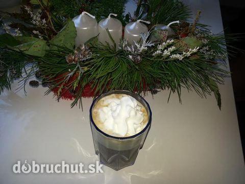 Čokoládová káva so šľahačkou