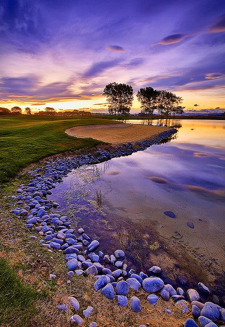 Sunset and violetGolf Courses, Nature, Sunsets, Golf Club, Golfclub, New Zealand Travel, Newzealand, Places, Purple Sky
