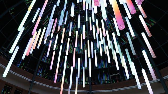 Official GLOW FESTIVAL Eindhoven (The Netherlands) video The movie consist of only foto sequences. (in total 7000 foto's)  Van 12 tot en met 19 november 2016 stond Eindhoven voor de 11e keer in het teken van lichtkunstfestival GLOW. Zo'n veertig kunstenaars brachten met lichtinstallaties en lichtprojecties de toeschouwers een verrassend nieuwe kijk op de stad. De lichtkunstprojecten werden met elkaar verbonden middels een looproute. www.gloweindhoven.nl  De volgende editie van GLOW…