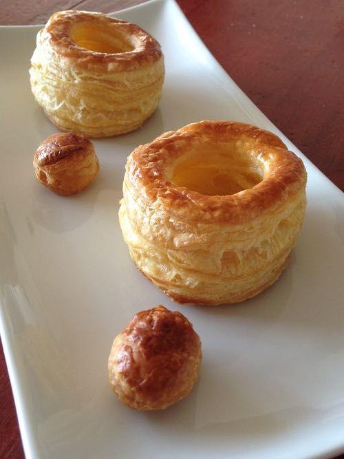 Pasteibakjes Zelf Maken - I am Cooking with Love Hoe maak je zelf pastei of ragoutbakjes van bladerdeeg. Simpel en veel lekkerder.