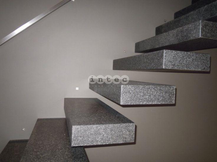Zwevende trap - Stenen treden - Graniet - Detail