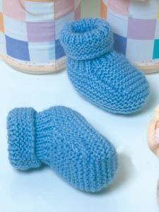Recebi de um grupo de Tricoteiras e adorei.... Material: Lã para bebe Agulha nº3 Sola: 1 Com as agulhas nº3 montar 31 p. ...