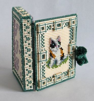 """""""Kitty"""" 3D Perforated Paper  Beaded Needlecase"""